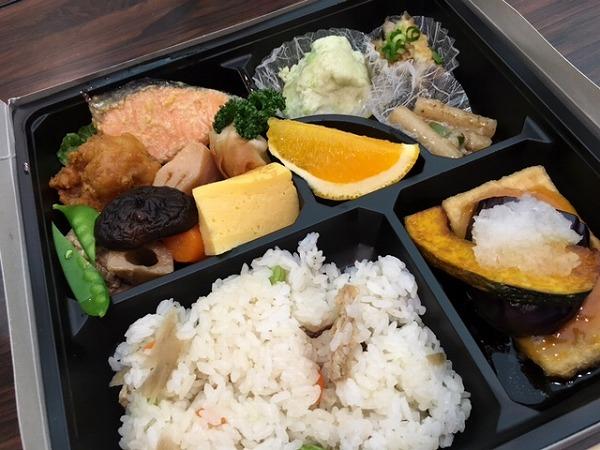 18_配布された昼食弁当
